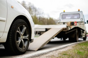 Towing Service – 5 Instances When You Need to Call a Tow Truck Fast